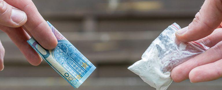 Welche Strafe droht für Drogenhandel?
