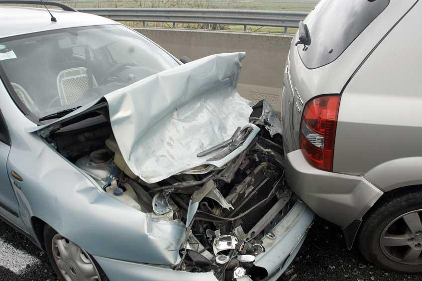 Spurwechsel: Wer haftet bei einem Unfall?